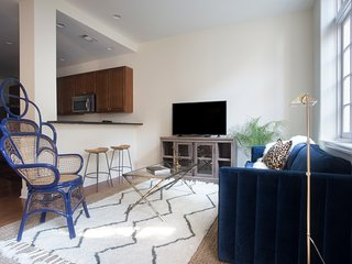 Colorful 2BR in Arts/Warehouse District by Sonder