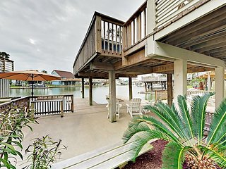 Big & Beautiful 4BR w/ Private Boat Dock – Outdoor Living/Cooking Decks