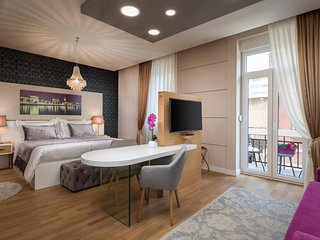 VIP ROOMS - Family Suite with Balcony