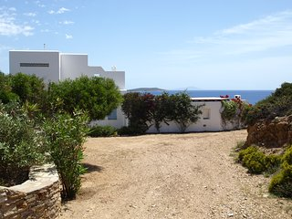Family sea view villa in Antiparos