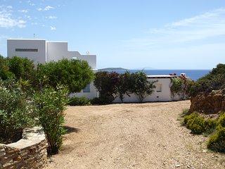 Family sea view villa in Antiparos