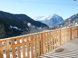 Fantastic 3 bed apartment sleeps up to 6 close to ski-station in Le Jardin Alpin
