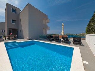 5 Bedroom Sea Side Villa with Pool in Rogoznica
