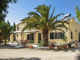 1035 Villa a Few Kilometers Away from the Sea