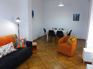 2 bedroom Apartment with WiFi and Walk to Beach & Shops - 5696524