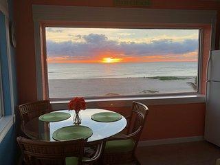 Beach Front Vacation Condo 1 bedroom 11/2 bath