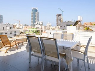 TLV.PENTHOUSE. 2 FLATS. LUXE.STANDING. .FOR 8 PERSONS.TLV