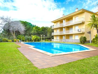 2 bedroom Apartment with Pool, WiFi and Walk to Beach & Shops - 5223622
