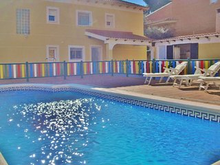 Villa with free wifi, fenced pool and parking in Vendrell, Costa Dorada - CD368