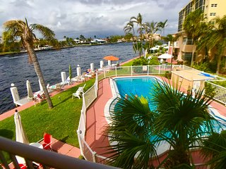 • Aloha Condo Resort ★★★ Waterfront Studio Apartment