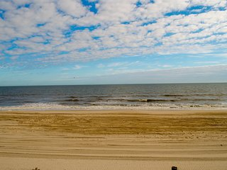 4BR Oceanfront Duplex - Great Views - Upper unit