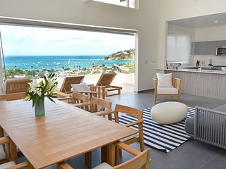 Spectacular VACATION HOME, IN TOWN, 4 Blocks to Beach,FULL STAFF, SUPERB REVIEWS
