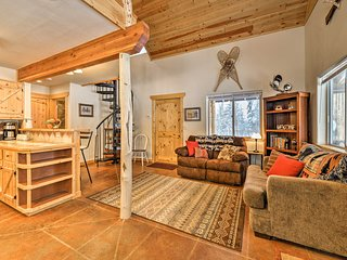 NEW! 1BR+Loft Kenai Cabin near Fishing!