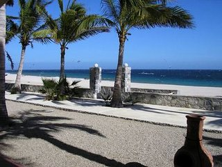 Casa de Las Palmas - Your Own Private Resort on the Beach! BR4
