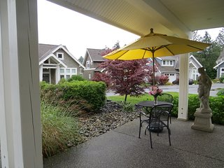 Perfect pet & family-friendly Beach House at Qualicum Landing