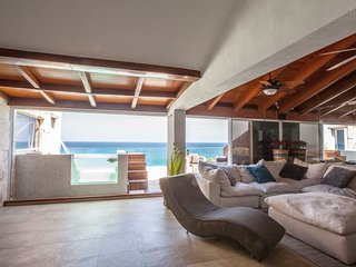 Amazing PentHouse with ocean views with Guest House!