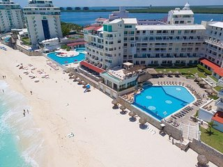 Cancun Ocean front  Suite 4001 with Kitchenette