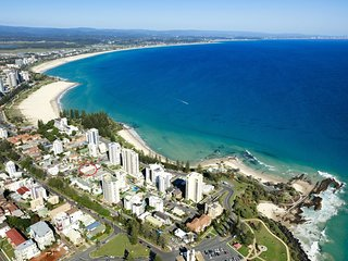 Maybury unit 1 - 70 Metres walk to Rainbow Bay beach, Coolangatta with Wi-Fi