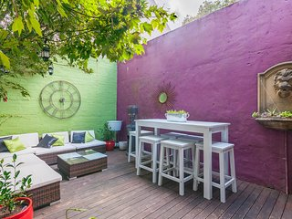 Funky terrace in Surry Hills with entertaining deck. 5 mins from Central