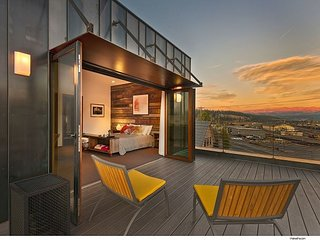 Downtown 2BR Loft - All proceeds benefit the Humane Society of Truckee-Tahoe!