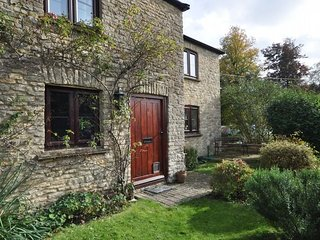 TREVO Cottage situated in Cirencester (6mls E)