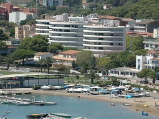 Apartment with a terrace 250m from the beach