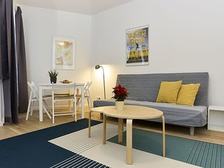 An der Messe  apartment in Charlottenburg with WiFi, balcony & lift.