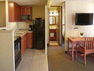 Aqua Pacific Monarch Hotel - 4-1 Bedroom w/ Kitchen