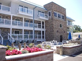 Premium 4 BR Condo with Sweeping Lake Erie Views in Brand New - 10 ppl max