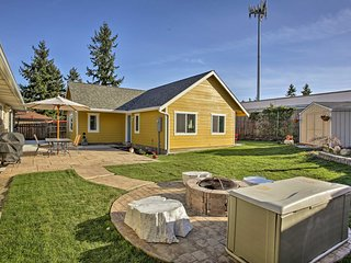 Bright Home w/Patio & Fire Pit-20 Mins to Seattle!