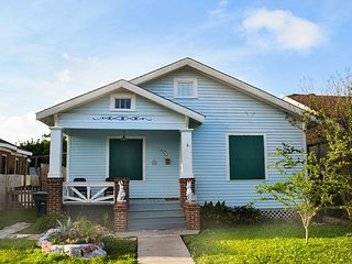 Charming Galveston 2BR w/ Artsy Backyard & Grill - Steps to Beach & Bistro