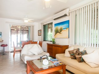 Walk to beach! 4 Bedroom Home- FREE bikes, wifi, and pool - PZ54
