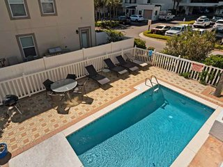 Remodeled - 100 yds to beach-Private Pool-2 miles to Seaside