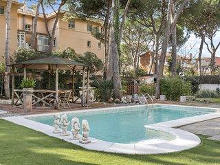 Big Stylish Villa with pool&garden close to beach