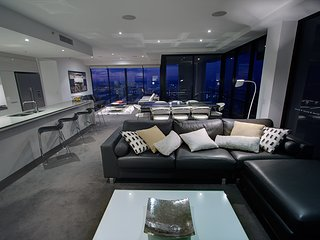 level 59 Skyhome 3 bedroom Amazing ocean views!