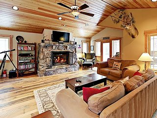 Sugar Mountain: Lodge-Inspired 3BR w/ Tahoe Donner Amenities, Near Dining