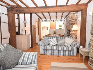 32205 Cottage situated in Appledore