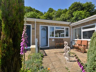 41890 Bungalow situated in Charmouth