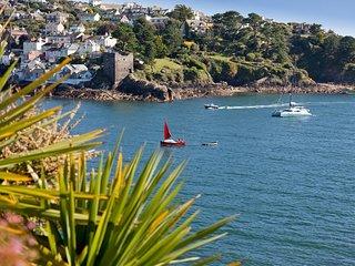 DUMAU House situated in Fowey