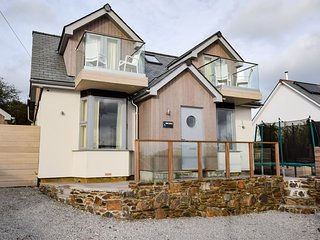 55027 House situated in St Ives (1.5mls S)