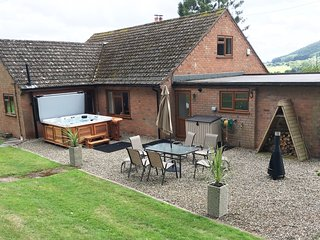 40749 Bungalow situated in Stourport-on-Severn (5mls SW)