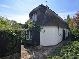 41342 Cottage situated in Stratford-upon-Avon (1.5mls W)