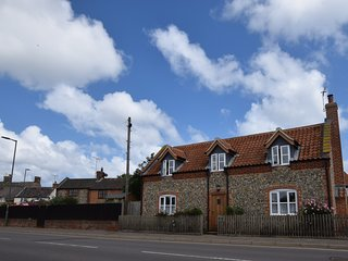 46526 Cottage situated in Bacton