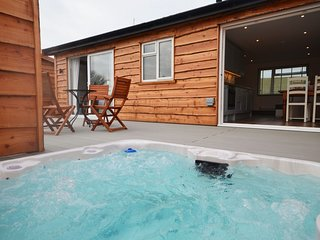 41132 Log Cabin situated in Westward Ho! (0.5ml SW)