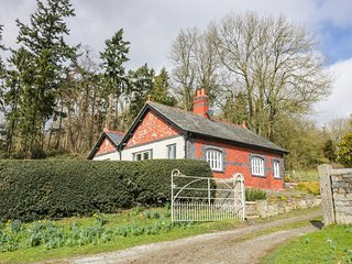 BRYN GWALIA LODGE, detached former lodge house, all ground floor, woodburner, en