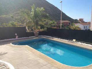 Vista Hermosa 2, Los Cristianos - 4 bed villa with private pool