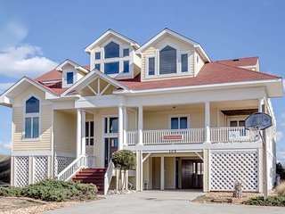Avalon: 6 BR / 6.1 BA six bedroom house in Duck, Sleeps 16