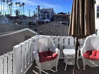 Cozy Island Living - AWESOME Balboa Island Duplex Back House