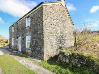 BLACKBERRY COTTAGE, traditional, beams, shared garden, parking near Saint Ives,