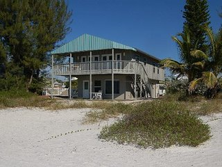 3BR 2BA With Fireplace/Close to Restaurants, Beach Views with Large Covered Deck